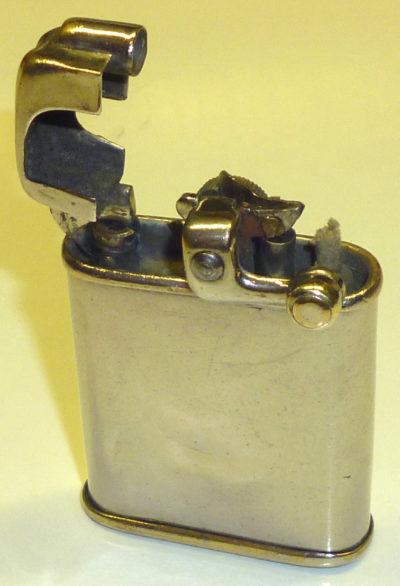 Зажигалки фирмы Rolls Enfield, выпускались с 1932-го года.