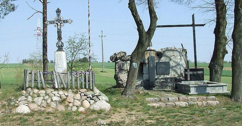 Могила капитана Владислава Рагиниса у горы Стренкова.