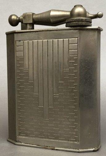 Зажигалки фирмы Fujiama, выпускались в 1940-х годах.