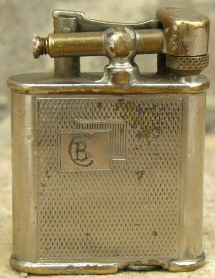 Зажигалка фирмы H.L., выпускалась в 1930-х годах.
