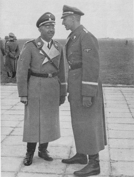 Генрих Гиммлер и Рейнхард Гейдрих. 1934 г.