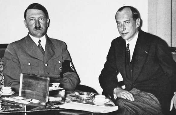 Гитлер и министр иностранных дел Польши Бек накануне подписания договора. 1934 г.