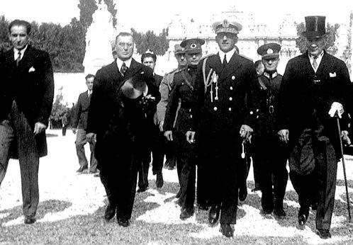 Ататюрк и король Югославии Александр I встречаются в Стамбуле для обсуждения Балканского пакта.