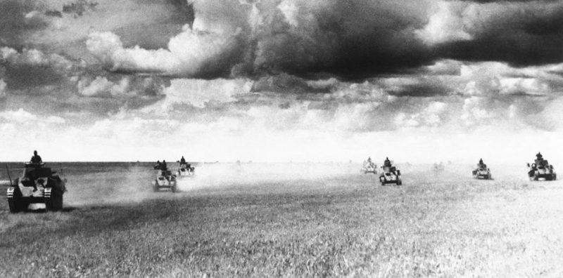 Танковая атака японцев.
