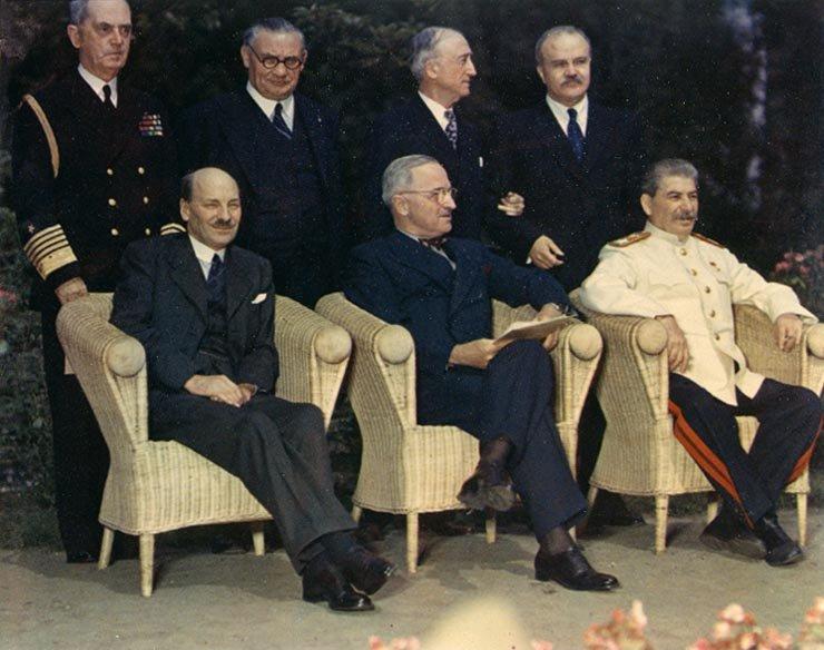 Клемент Эттли, Гарри Трумэн и Иосиф Сталин на Потсдамской конференции.