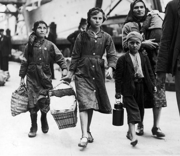Прибытие еврейских детей-беженцев из Германии. Лондон. 1939 г.