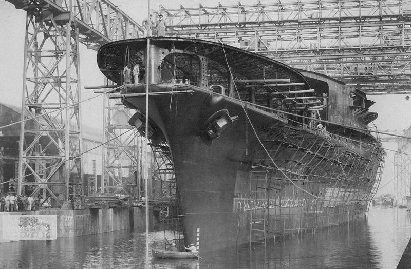 «Акаги» - бывший японский линейный крейсер, переоборудованный в авианосец.