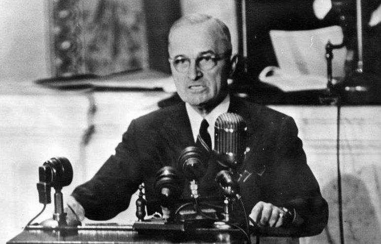 Гарри Трумэн во время своей речи. 12 марта 1947 г.