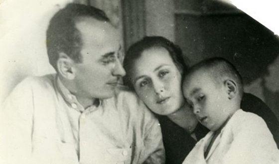 Лаврентий Берия с семьей.