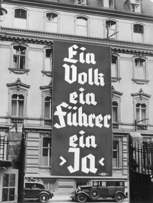Агитационный баннер «Единый народ, единый вождь, единогласное - да». Ноябрь 1933 г.