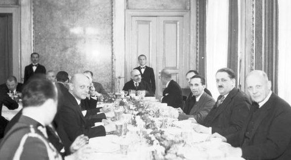 Обед в честь Йозефа Геббельса с польском Сейме с участием депутатов и польских лидеров.