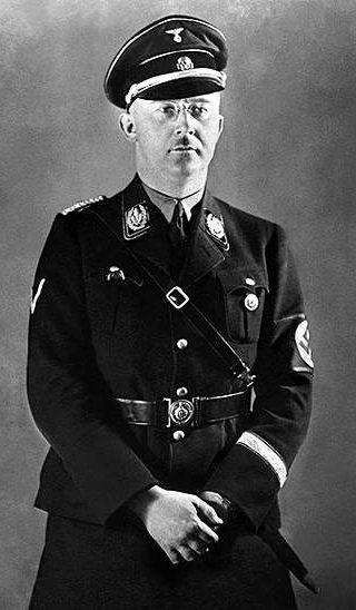 Рейхсфюрер СС Генрих Гиммлер в униформе СС.
