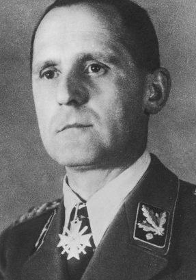 Шеф Гестапо - Генрих Мюллер.