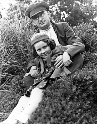 Берия со Светланой Аллилуевой. 1930 г.