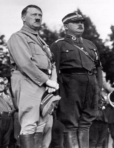 Адольф Гитлер и Эрнст Рём. 1933 г.
