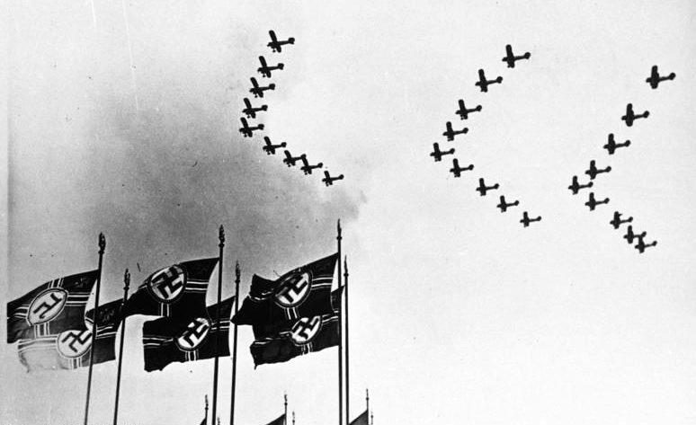 Самолеты Люфтваффе на параде. 1937 г.