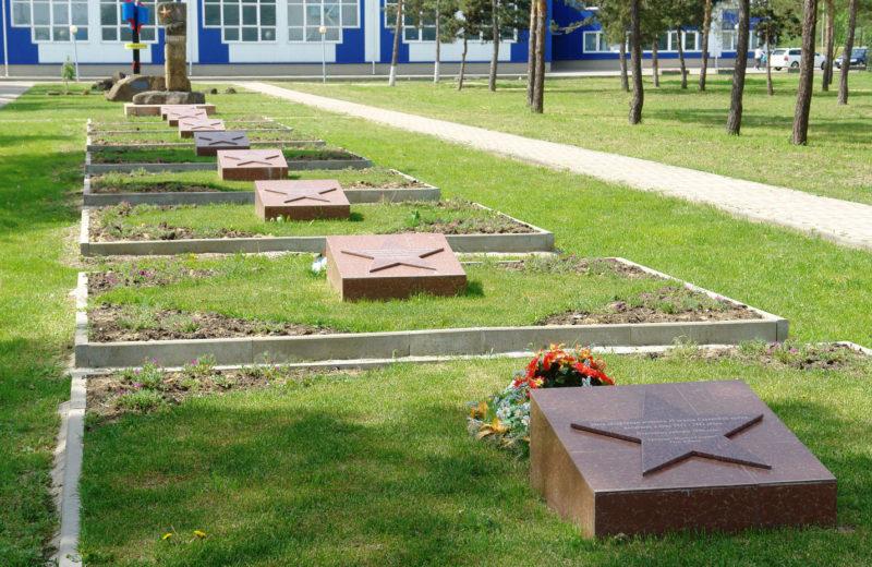 Братские могилы 522 воинов.