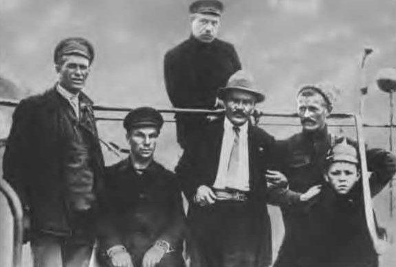 Уполномоченный ВЦИКа Молотов на пароходе «Красная Звезда». 1919 г.