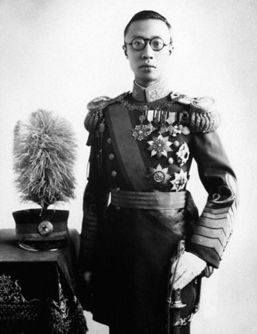 Император Пу И в форме генералиссимуса.