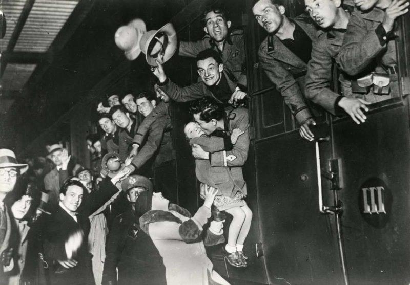 Итальянские солдаты в Монтеварки перед отправлением в Эфиопию.