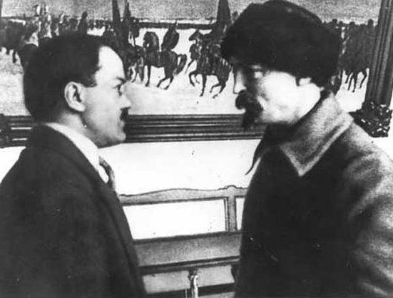 Молотов и Дзержинский в Кремле. 1924 г.