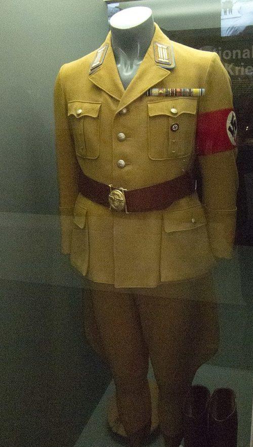 Партийная униформа.