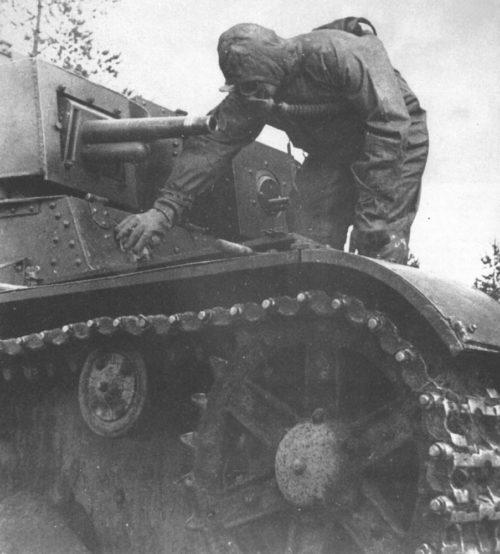 Дегазация танка вручную.