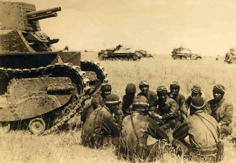Японские танкисты у танка Тип 89. 1939 г.