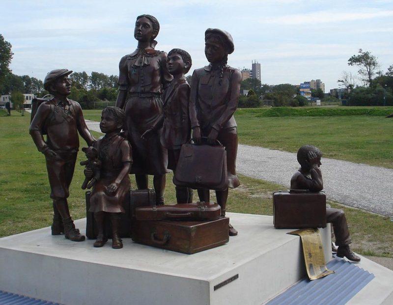 Памятник «Переход канала к жизни». Нидерланды, порт Хук-ван-Холланд, 2011 г.