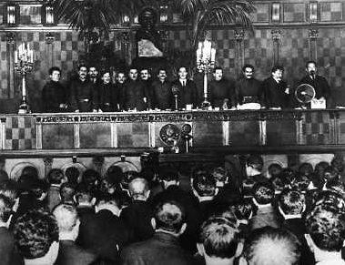Молотов на XIV съезде Коммунистической партии России (большевиков). Декабрь 1925 г.