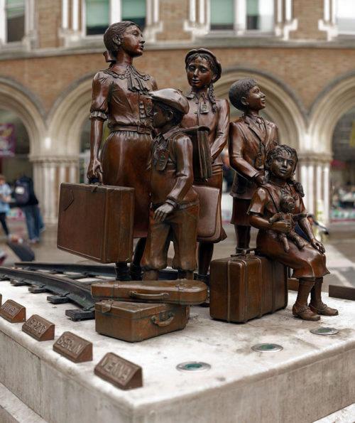 Памятник на станции «Liverpool Street». Лондон. 2011 г.