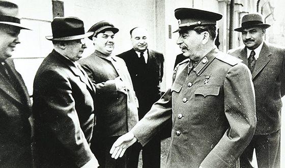 Берия и Сталин. 1945 г.