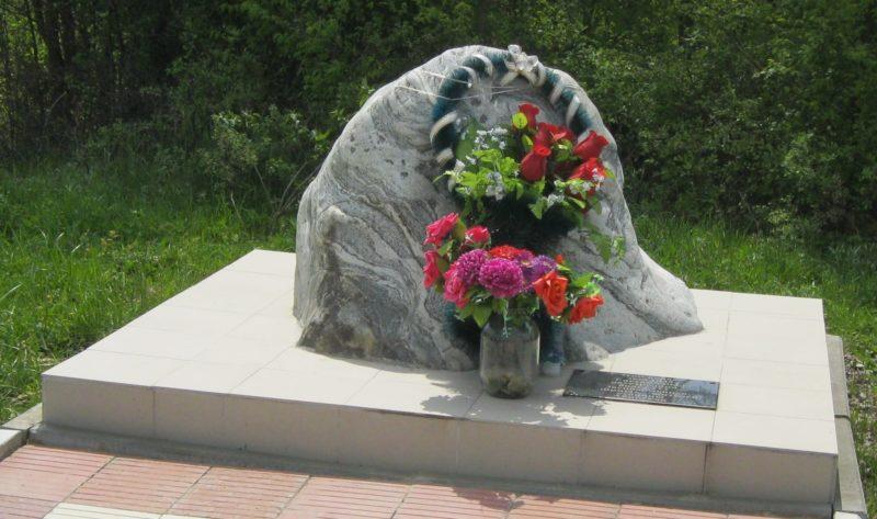 г. Абинск. Памятный знак в Горьком овраге на месте расстрела 273 мирных жителей.