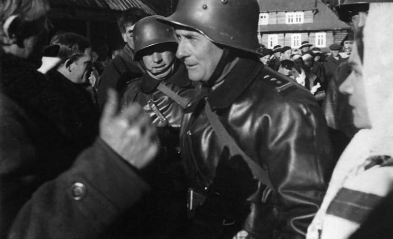 Польские войска занимают чешское селение Йоргов. Ноябрь 1938 г.
