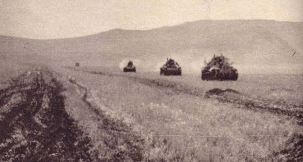Японские танки на марше. 1939 г.