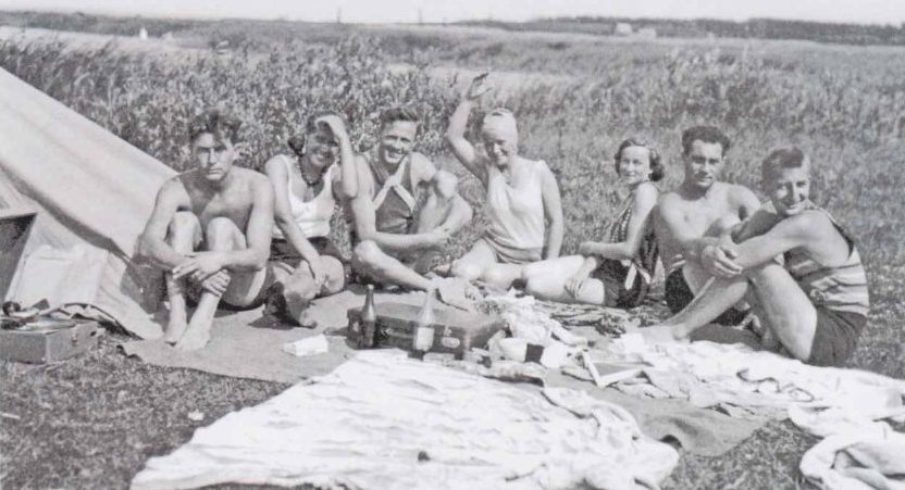 Пикник немецких курсантов с русскими подругами. 1932 г.