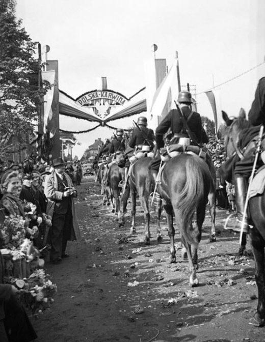 Польские войска входят в чешский город Карвин. Октябрь 1938 года.