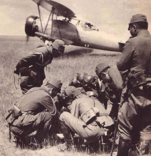 Японские лётчики между боями. 1939 г.