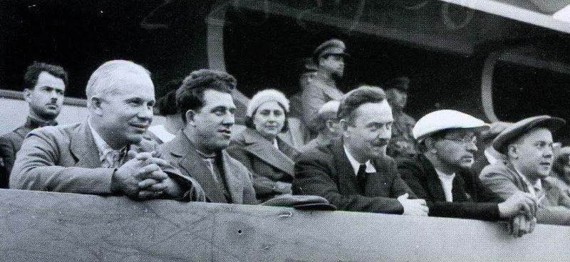 Н.С.Хрущёв и Н.А.Булганин в правительственной ложе стадиона «Динамо» во время футбольного матча между командами Москвы и Баку.1935 г.