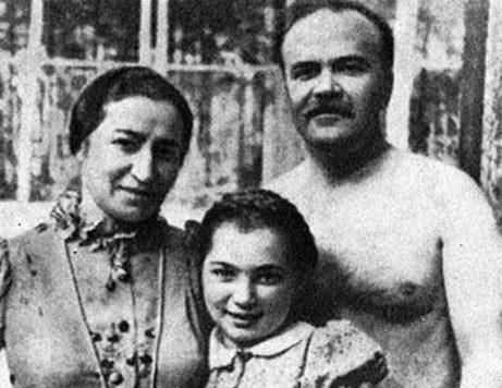Вячеслав Молотов, Полина Жемчужина и их дочь - Светлана. 1936 г.