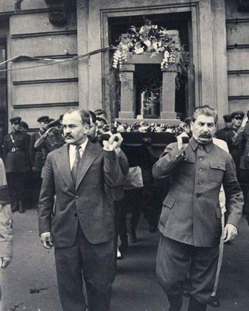 Молотов и Стали на похоронах Максима Горького. 1936 г.