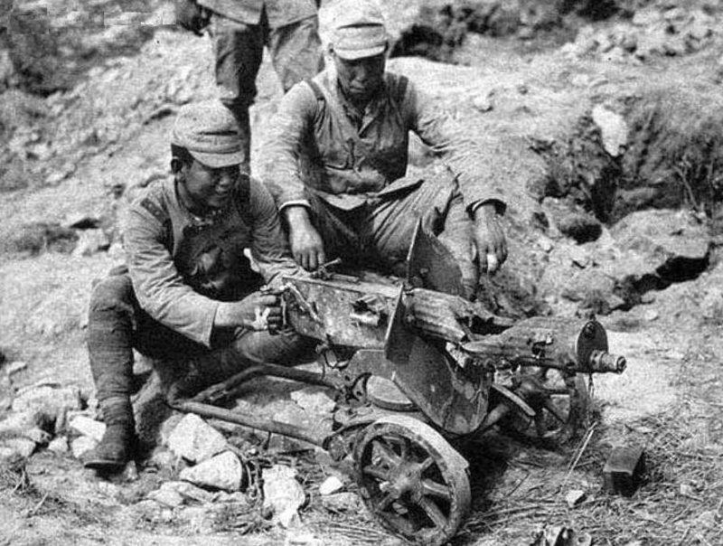 Японцы у разбитого советского пулемета «Максим». 1939 г.