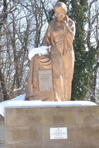 г. Абинск. Памятник на кладбище, установленный на братской могиле советских воинов.
