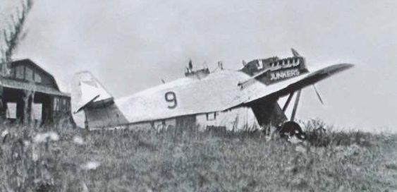 Легкий бомбардировщик «Юнкерс А-35» на липецком аэродроме.