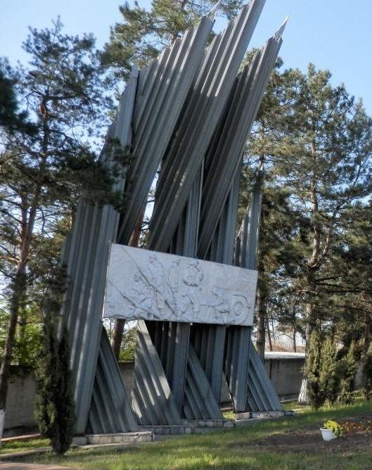 п. Ахтырский Абинского р-на. Памятник в честь воинов-пожарных, погибших в годы войны.