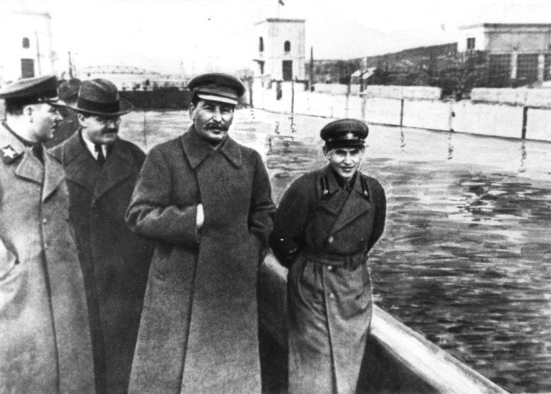 Ворошилов, Молотов, Сталин и Ежов на берегу канала Москва-Волга. 1937 г.