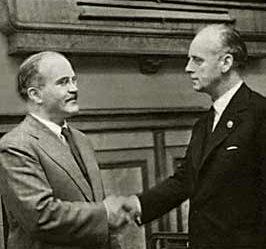 Молотов и Риббентроп. 23 августа 1939 г.