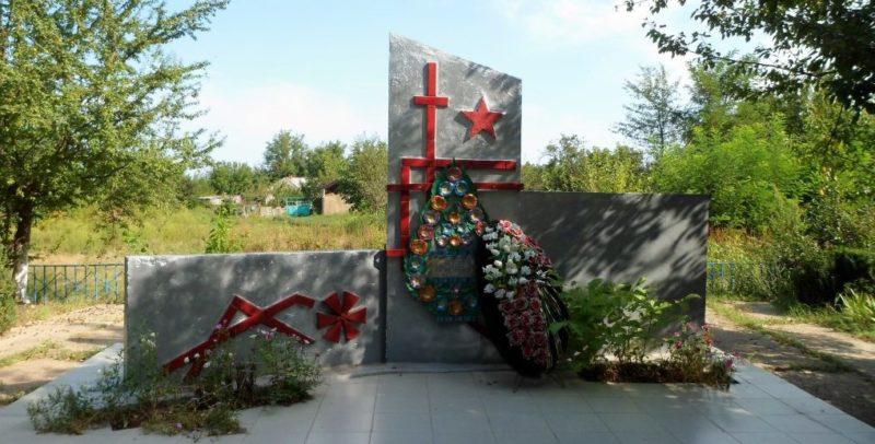 х. Краснооктябрьский Абинского р-на. Памятник землякам, погибшим в годы войны.