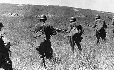 Красноармейцы в атаке. 1938 г.
