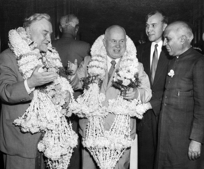 Н.С. Хрущев и Н.А. Булганин во время поездки по Индии. Ноябрь 1955 г.